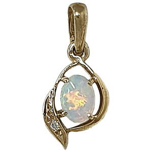 14KT YELLOW GOLD PENDANT WITH NATURAL AUSTRALIAN SOLID OPAL