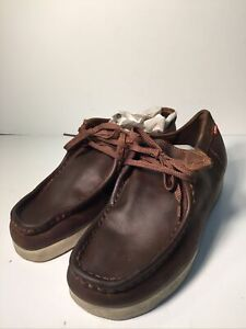 clarks wallabees mens 9.5 Oil Leather Brown 72189 Solid Rubber Sole Desert Walk