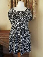 LADIES BLACK BEIGE  SUMMER  SKATER DRESS SIZE 20  DOROTHY  PERKINS   - HOLIDAY