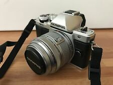 Olympus OM-D E-M10 con 14-42mm Mark II Lens & 40-150mm Lens-CSC-ARGENTO