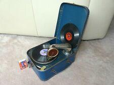 Altes kleines Koffer Grammophon, funktioniert gut, kommt mit 2 Platten