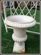 """Vasque en fonte forme """"Médicis""""  de 48 cm de haut / 38 cm de diametre"""