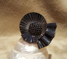 MIMCO~*SUNRAY*~*FLOWER RING*~GUNMETAL~BLACK CRYSTALS~ADJUSTABLE *M* Size ~ WOW