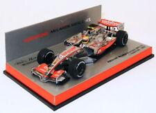 Coches de Fórmula 1 de automodelismo y aeromodelismo multicolores de mclaren