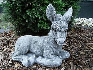 Steinfigur großer Esel liegend  Frostfest Wetterfest Steinguss Garten Deko