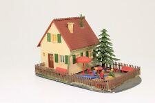 H0 Einfamilienhaus mit Garten und Teich fertig aufgebaut