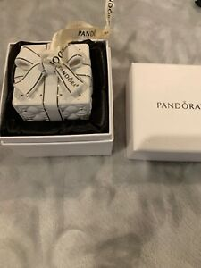 Authentic Pandora Holiday 2016 Christmas Ornament Porcelain Present Ring Box
