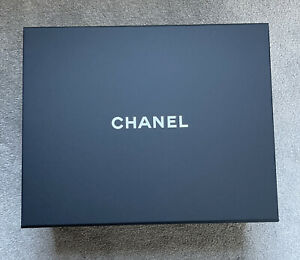 CHANEL, Magnetic Top, with Paper Bag And Ribbon Gift Box,storage At Room.