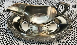 VTG~Sheridan~Silver Plate Gravy Boat w/attached Repousse Drip Tray/Plate