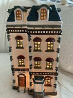 Dickens Collectables Towne Series ChristMas Village HOTEL Lighted Porcelain 1995