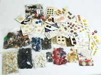 LARGE LOT OF VINTAGE BUTTONS Lots of different kinds