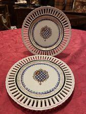 Coppia Di Antichi Piatti In Porcellana Con Stemma Decorati A Mano