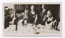 PHOTO ANCIENNE Repas Famille Amis Café Champagne Vin Salle à manger 1936 Verre