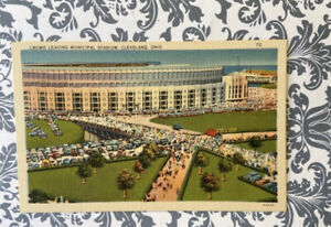 Crowd Leaving Municipal Stadium, Cleveland, Ohio Vintage Tichnor Linen Postcard