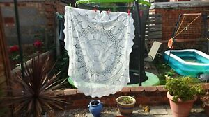 VINTAGE WHITE ROUND COTTON CROCHET LACE 60 INCH TABLECLOTH