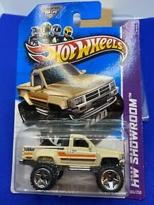 Hot Wheels 2013 Showroom 1987 Toyota Pickup Truck  Cream