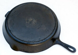 ANTIQUE Vintage GRISWOLD Cast Iron #12 SKILLET with Heat Ring *NICE & SITS FLAT!
