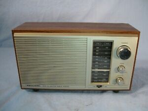 Vintage Radio Shack Realistic MTA-15 AM/FM Table Top Radio Model 12-695