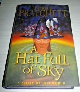 Terry Pratchett A HAT FULL OF SKY Discworld New Hardback 1st Edition 2004