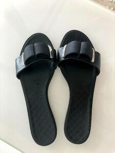 100% Auth. Chanel Black Leather Grosgrain Slide Flat Sandals Shoes Logo Sz 39.5