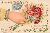 """CPA fantaisie - Main tenant des fleurs - """"Les fleurs passent, l'amitié reste"""""""