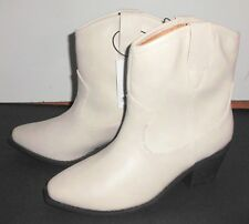 New UNIVERSAL THREAD Boots Sz 6 Western Ivory White Faux Leather Vanessa Pull-On