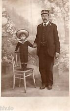 BJ001 Carte Photo vintage card RPPC Enfant Homme costume uniforme chapeau chaise