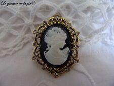 broche médaillon femme camée noir en métal doré strass style rétro cameo brooch