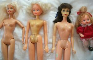 Lot de 4 poupées dont Barbie et autres anciennes et vintage