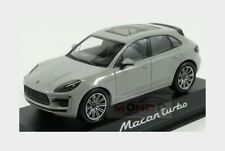Porsche Macan Turbo 2018 Light Grey MINICHAMPS 1:43 WAP0206020J