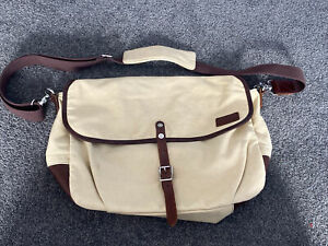 R.M. Williams The Bush Outfitter Messenger Side Bag New Un-used Leather/Canvas