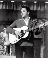 Elvis Presley UNSIGNED photo - E27 - Spinout