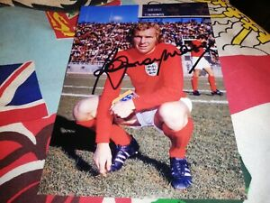 Bobby Moore hand signed England 1966 photo
