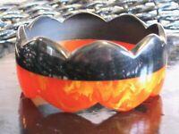 LAMINATED SCALLOPED MARBLED BLACK & ORANGE MARMALADE BAKELITE BANGLE BRACELET