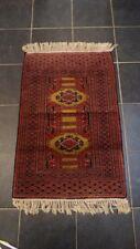 Oosters handgeknoopt tapijtje.
