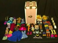 VINTAGE Doll Carrying Case  + 4 Barbie Like Dolls + Barbie Accessories MUST HAVE
