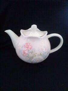 Vintage Sadler Carnation Teapot Great Condition