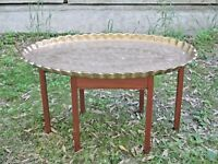 MID CENTURY MODERN FOLDING TEAKWOOD COFFEE TABLE WITH ENGRAVED BRASS TOP
