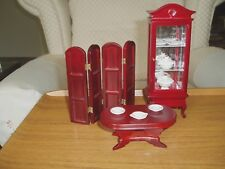 DOLLS HOUSE 1/12th LOT MAHOGANY COLOUR GLASS CHINA CABINET+CHINA,TABLE & SCREEN.