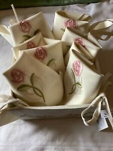 10 NEW EMBROIDERED TABLE NAPKINS AND 1 BREAD BASKET