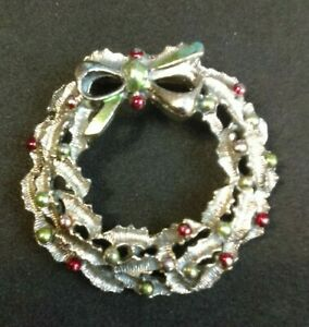 Christmas Wreath Pin Brooch. Choose your design. j3