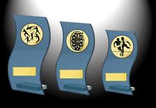 Serie Glaspokale Trophäe H.=13cm - 18cm, 3 Glas Ständer mit Emblem und Schild