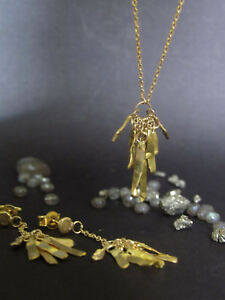 Jewelry set. 24k yellow gold earrings and necklace. Beautiful leaves design.