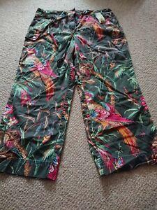 BNWT Tommy Hilfiger Capri Cargo Green Pattern Trousers Size US12 UK16W36 L21In
