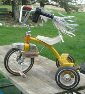VINTAGE RETRO AMF JR. CHILDS TRICYCLE. MOTOR SOUND MACHINE ON HANDLE