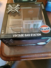 Greenlight Mechanics Corner Gulf Vintage Gas Station Green Machine
