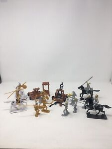 Medieval Plastic Knights and Armor Set with Accessories 54mm 1/32 21 Pieces