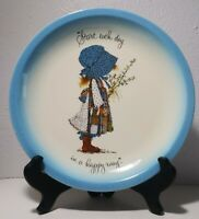 """1973 BLUE RIM Holly Hobbie Collector Edition AM GREETINGS """"Start Each Day"""" PLATE"""