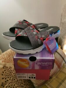 SKECHERS On-The-Go Tropical Grey Sandals Size 7 BRAND NEW IN BOX