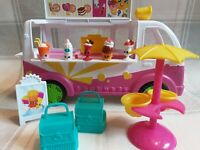 Shopkins, scoops Ice Cream Truck Including Accessories and lots ofextra figures